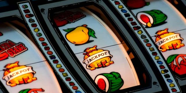 Play Fruity Slot Machines with a Bonus